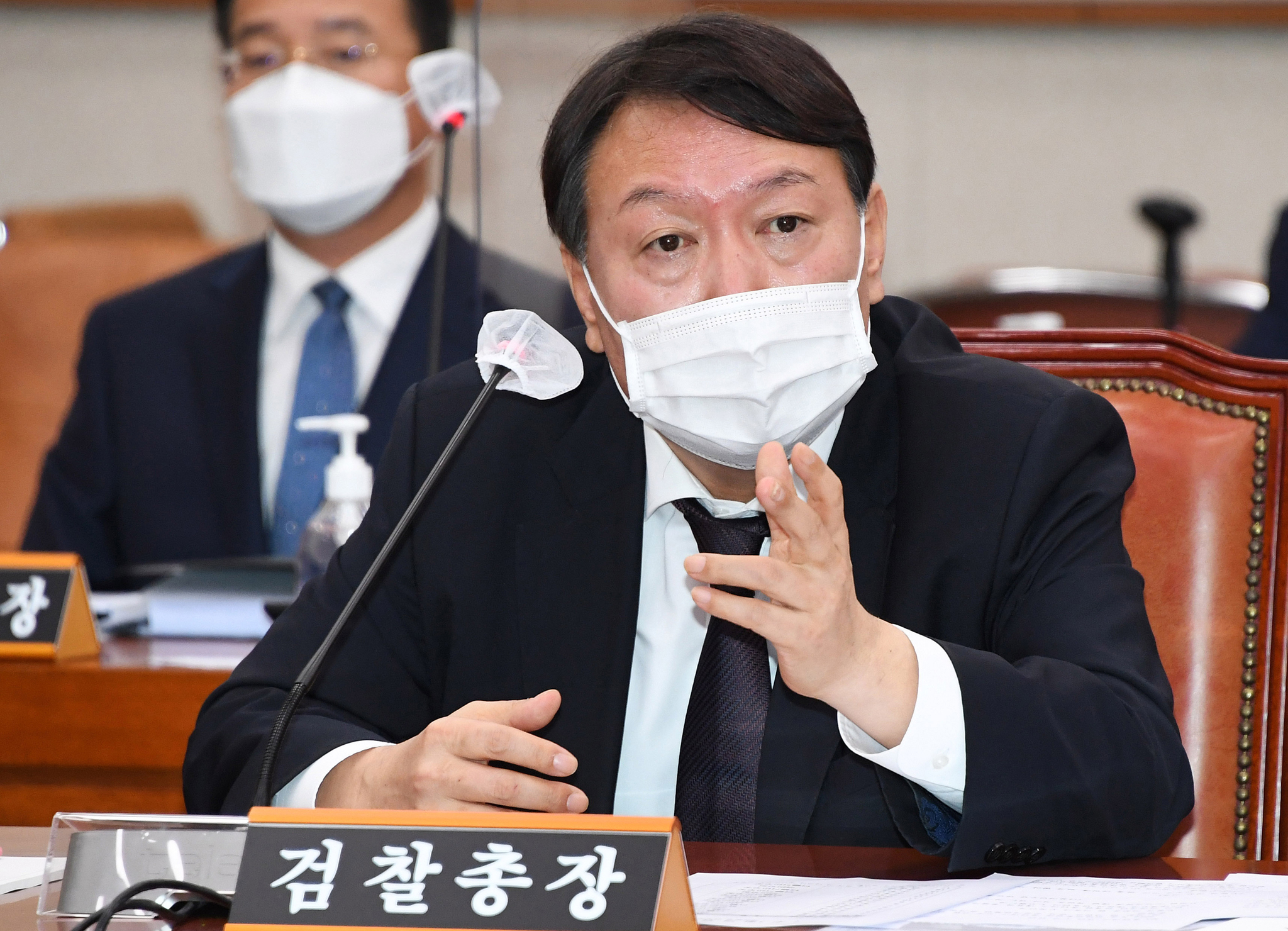 Prosecutor General Yoon Seok-youl answers questions from lawmakers in the National Assembly on Oct. 22. [JOONGANG PHOTO]