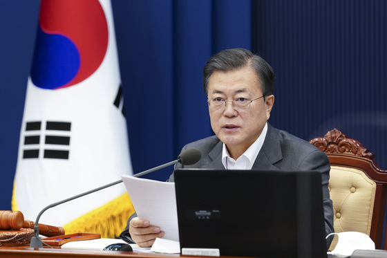 President Moon Jae-in addresses a cabinet meeting at the Blue House on Dec. 29. [JOINT PRESS CORPS]
