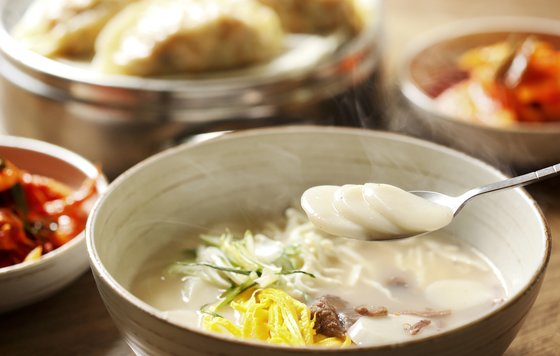 A bowl of tteokguk is the dish to eat on New Year's Day in Korea. [JOONGANG PHOTO]