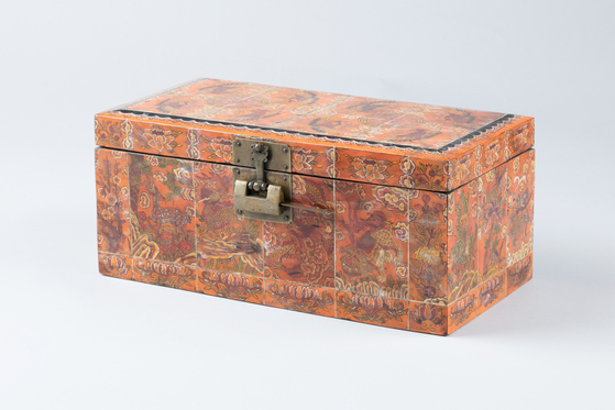 A chest with ox horn inlay. [NATIONAL FOLK MUSEUM OF KOREA]