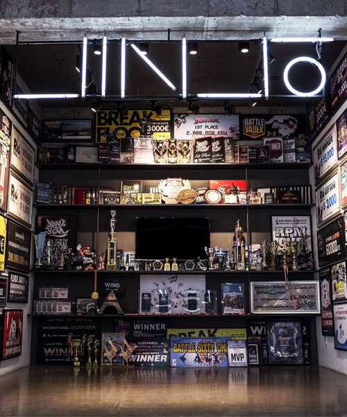 A photo of Jinjo Museum, which is filled with trophies the crew has won throughout its career, displayed at the entrance of the Jinjo Crew Studio in Bucheon, Gyeonggi. [JINJO CREW]