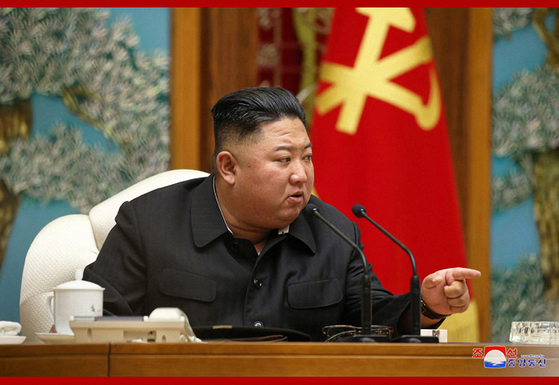 """In a Politburo meeting in Pyongyang on Oct. 6, North Korean leader Kim Jong-un orders an """"80-day combat"""" until the end of 2020 to tackle natural disasters. [YONHAP]"""