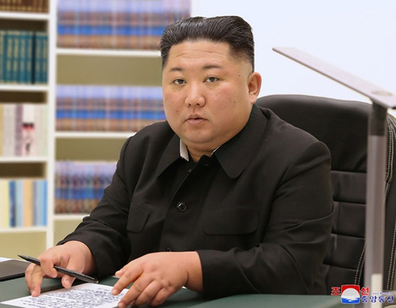 North Korea's official Korean Central News Agency (KCNA) reported last Friday on New Year's that North Korean leader Kim Jong-un wrote a handwritten letter for his people, in which he wished them greater happiness in 2021. [YONHAP]
