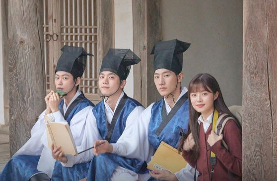 """Three scholars at Byeongsan Seowon in North Gyeongsang's Andong, as well as a daughter of the seowon's manager, time travel from 1720 to 2020 in web drama """"300 Year-old Class of 2020."""" [CULTURAL HERITAGE ADMINISTRATION]"""