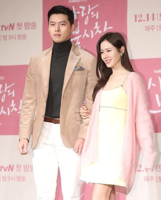 Actors Hyun Bin, left, and Son Ye-jin at the press preview for the TV series ″Crash Landing on You″ on Dec. 9, 2019. They acknowledged on Friday that they have been dating for eight months. [ILGAN SPORTS]