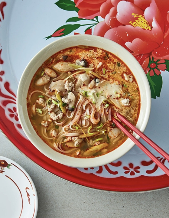Tom yum noodle soup by Soi Yeonnam is available on Market Kurly. [SCREEN CAPTURE]