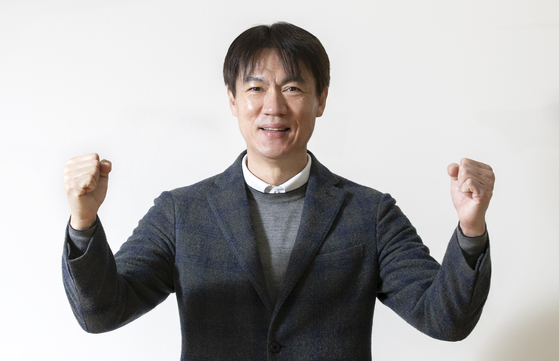 Ulsan Hyudai FC's new head coach Hong Myung-bo poses for a photo during an interview at KFA House in Seoul on Dec. 30. [LIM HYUN-DONG]