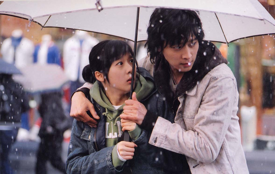 A scene from the 2004 romance film ″Romance of Their Own,″ based on the internet novel by writer Gwiyeoni [SHOWBOX]