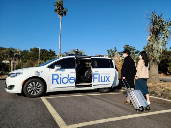 Customers ready to ride in RideFlux's self-driving vehicle on Jeju Island. [SOCAR]