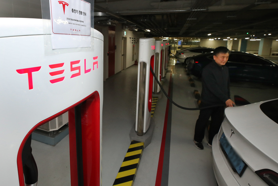 Tesla's Superchargers in Jongno District, central Seoul. [YONHAP]