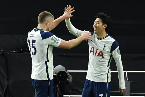 Son Heung-min of Tottenham Hotspur, right, celebrates after scoring a goal during the semifinals of the Carabao Cup against Brentford at Tottenham Hotspur Stadium on Tuesday. [AFP/YONHAP]