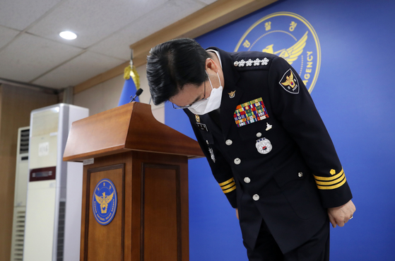 National Police Agency Commissioner General Kim Chang-yong offers an apology for the police's failure to prevent the death of a young child allegedly abused by her adoptive parents on Wednesday.  [YONHAP]
