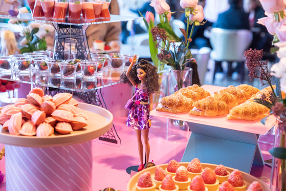 JW Marriott Dongdaemun Square Seoul offers a selection of strawberry desserts in a room decorated with Barbie dolls. [JW MARRIOTT DONGDAEMUN SQUARE SEOUL]