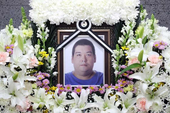 Rapper and broadcast jockey Big Joe passed away on Wednesday evening at a hospital in Gimpo, Gyeonggi. His funeral service is being held at Catholic Kwangdong University International St. Mary's Hospital in Incheon. [YONHAP]
