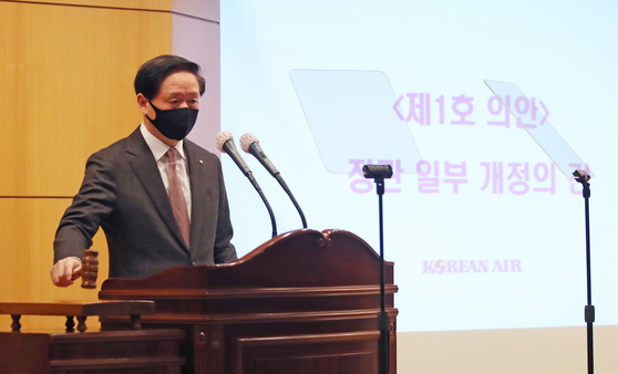 Woo Kee-hong, president of Korean Air Lines, at an extraordinary shareholder meeting held at company headquarters in Gangseo District, western Seoul, on Wednesday. [YONHAP]