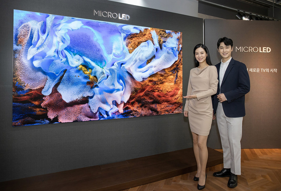 Models pose with Samsung Electronics' 110-inch Micro LED TV. [SAMSUNG ELECTRONICS]
