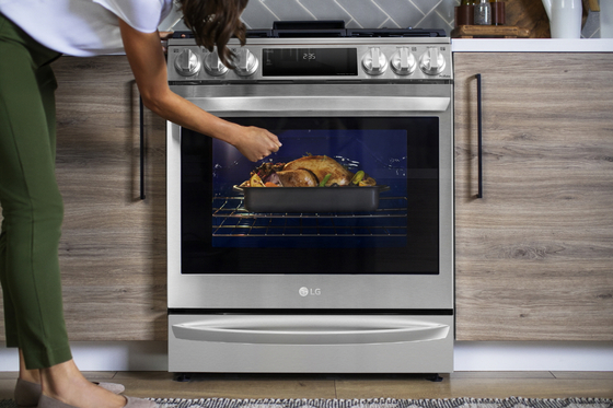 LG Electronics' new oven with sous vide cooking mode. [LG ELECTRONICS]