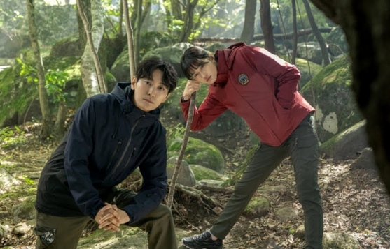A scene from ″Cliffhanger″ by tvN, which will feature actors Ju Ji-hoon, left, and Jun Ji-hyun, to air this year. [TVN]
