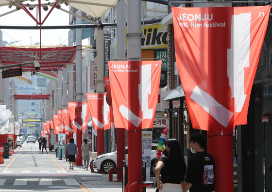 Film Street in Gosa-dong, Jeonju, two days after the 21st Jeonju International Film Festival kicked off on May 29, 2020. [YONHAP]