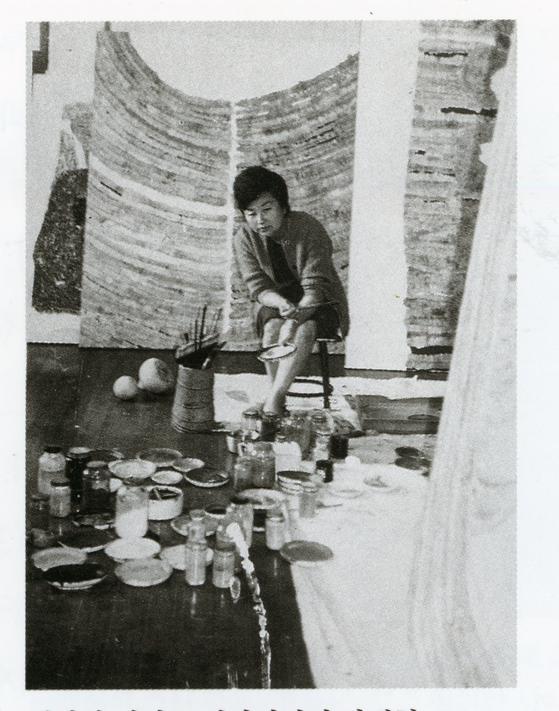 Artist Park Rehyun in the late 1960s. [MMCA]