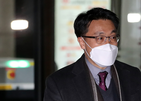 Kim Jin-wook, a researcher at the Constitutional Court and President Moon Jae-in's nominee to head the Corruption Investigation Office for High-ranking Officials, leaves the court after work on Dec. 30, 2020.  [YONHAP]