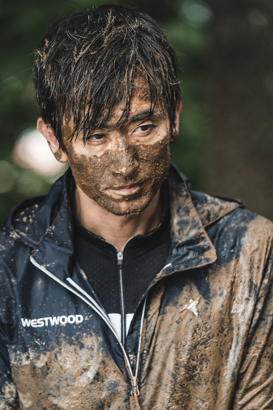 A scene from the film ″What Happened to Mr. Cha?″ in which Cha In-pyo features as himself, and has an unfortunate accident with a puddle of mud. [NETFLIX]
