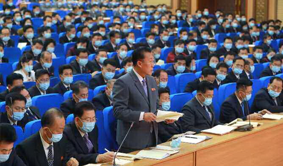 North Korean delegates take part in a smaller meeting at the Eighth Workers' Party Congress in Pyongyang on Monday, according to this state media photograph. Delegates are wearing face masks. [NEWS1]