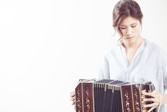 """Bandoneon player Koh Sang-ji will play music for the upcoming performance of """"Adios Piazzola: Live Tango."""" [STOMP MUSIC]"""