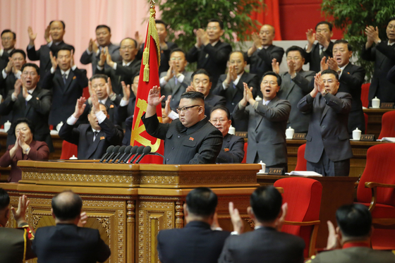 North Korean delegates cheer as General Secretary Kim Jong-un delivers an address to close the 8th Party Congress on Tuesday. The week-long gathering was the second longest congress in the country's history. [NEWS1]