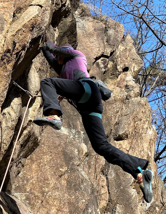 Climbing has remained popular even in winter, which is commonly the low season for the activity. [KIM HONG-JOON]