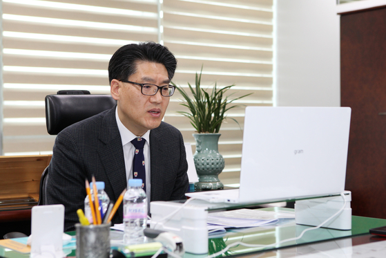 Kim Sang-do, deputy minister of aviation policy at the Ministry of Land, Infrastructure and Transport, speaks in an interview with the Korea JoongAng Daily in his office in Sejong City on Friday. [MOLIT]