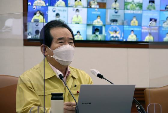 Prime Minister Chung Sye-kyun warns against misinformation surrounding the safety of Covid-19 vaccines at a health meeting on Friday, in response to a survey that showed seven out of 10 people said they would wait to get shots. [YONHAP]
