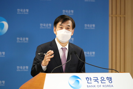 Bank of Korea Gov. Lee Ju-yeol speaks during an online press briefing held Friday at the bank in Jung District, central Seoul. [BANK OF KOREA]