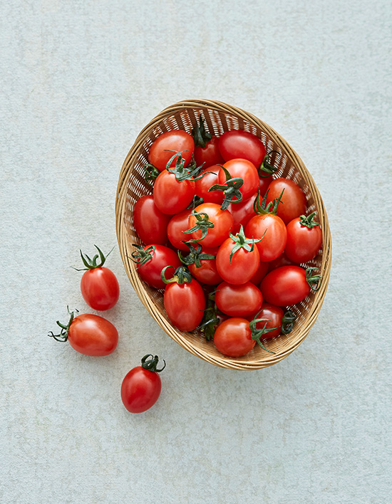 Stevia-enhanced cherry tomatoes are an easy-to-carry snack for those with a sweet tooth. [MARKET KURLY]