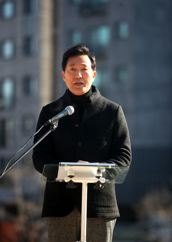 Former Seoul Mayor Oh Se-hoon, also member of the main opposition People Power Party, announces his bid to run for Seoul mayor on Sunday at a press conference in Seoul. [OH JONG-TAEK]
