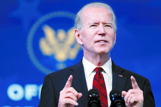 On Jan. 15, U.S. President-elect Joe Biden lays out his plan to combat the coronavirus in Wilmington, Delaware. [AFP/YONHAP]