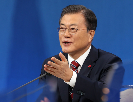 President Moon Jae-in speaks in a hybrid in-person and virtual New Year's press conference Monday at the Blue House in central Seoul. [JOINT PRESS CORPS]