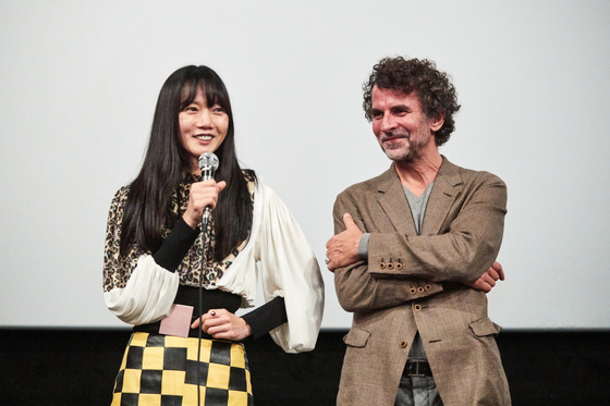Actor Bae Doo-na, left, and director Eric Lartigau after the world premiere of the French film ″#Iamhere″ at the 24th Busan International Film Festival in 2019. [BIFF]