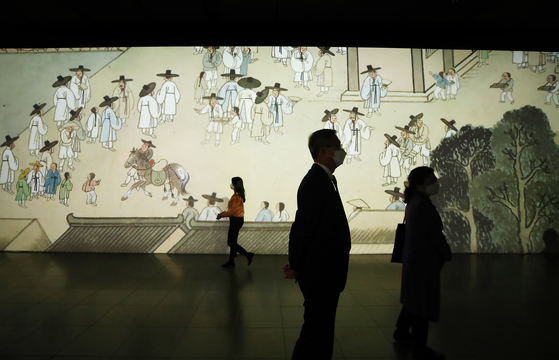 """The exhibition """"After Every Winter Comes Spring""""at the National Museum of Korea. [YONHAP]"""