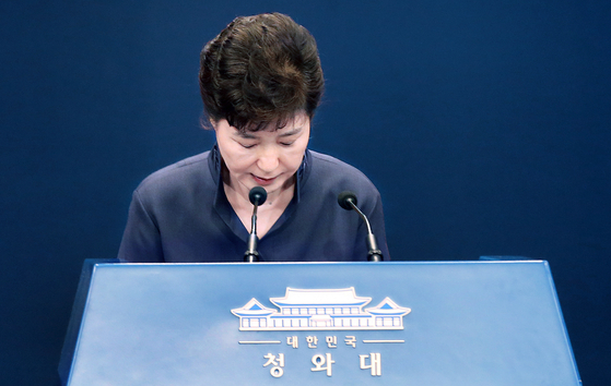 In this file photo, President Park Geun-hye offered an apology at a press conference at the Blue House on Oct. 25, 2016, for having leaked drafts of her speeches to her friend, Choi Soon-sil. [PRESIDENTIAL PRESS CORPS]