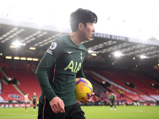 Son Heung-min of Tottenham Hotspur carries the ball during Spurs' match against Sheffield United at Bramall Lane in Sheffield on Jan. 17. With an assist during the game, Son has now been involved in 100 English Premier League goals throughout his career. [REUTERS/YONHAP]