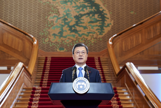 President Moon Jae-in on Monday gives a New Year address at the Blue House on Monday. [YONHAP]