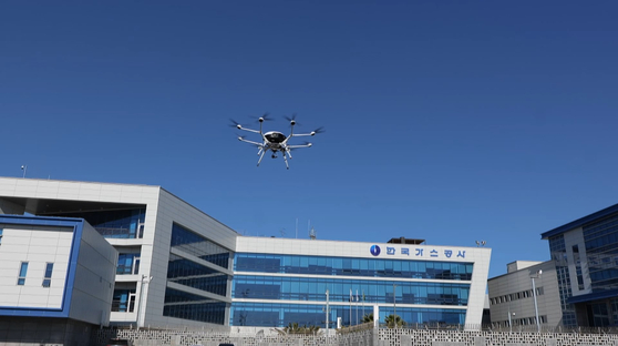 Kogas's Jeju LNG Department is conducting a test operation of a hydrogen drone for safety inspections. [KOGAS]