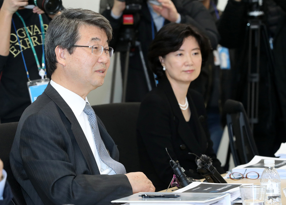 In this file photo, Kim Ji-hyung, former Supreme Court justice named to head Samsung's newly launched compliance committee, left, talks during the oversight panel's first meeting on Feb. 5, 2020.  [YONHAP]