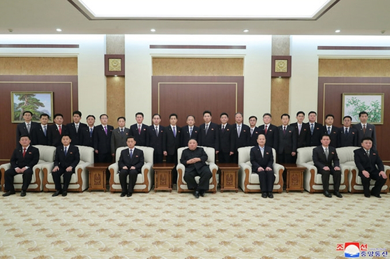 North Korean leader Kim Jong-un, center, poses with his newly appointed cabinet in this state media photo. The official Korean Central News Agency said Kim urged officials during the photo session to serve the people. [YONHAP]