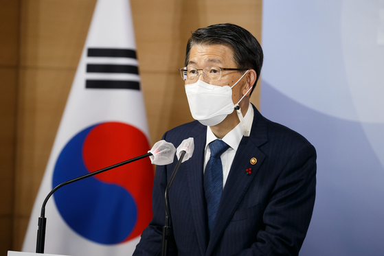 Financial Services Commission Chairman Eun Sung-soo speaks during a briefing held Monday at the government complex in central Seoul to announce the commission's 2021 policy goals. [YONHAP]