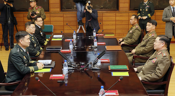 South Korean, left, and North Korean military officers hold discussions on creating a joint military committee in October 2018, after the third inter-Korean summit that year. [JOINT PRESS CORPS]
