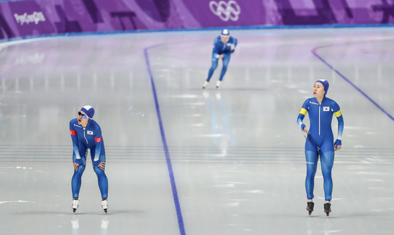 From left: Kim Bo-reum, Noh Seon-yeong and Park Ji-woo at the end of the team pursuit race at the 2018 PyeongChang Winter Olympics. [YONHAP]