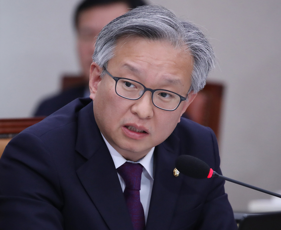 In this file photo, Rep. Kwon Chil-seung of the DP speaks at the National Assembly on Nov. 10, 2017. President Moon Jae-in named Kwon as the minister of SMEs and startups on Wednesday.  [YONHAP]