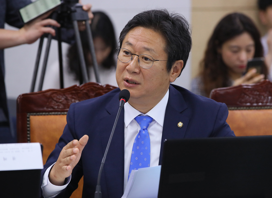 In this file photo, Rep. Hwang Hee of the Democratic Party (DP) speaks at the Land, Infrastructure and Transport Committee's audit of the Land Ministry on Oct. 2, 2019. President Moon Jae-in named Hwang as minister of culture, sports and tourism on Wednesday.  [YONHAP]